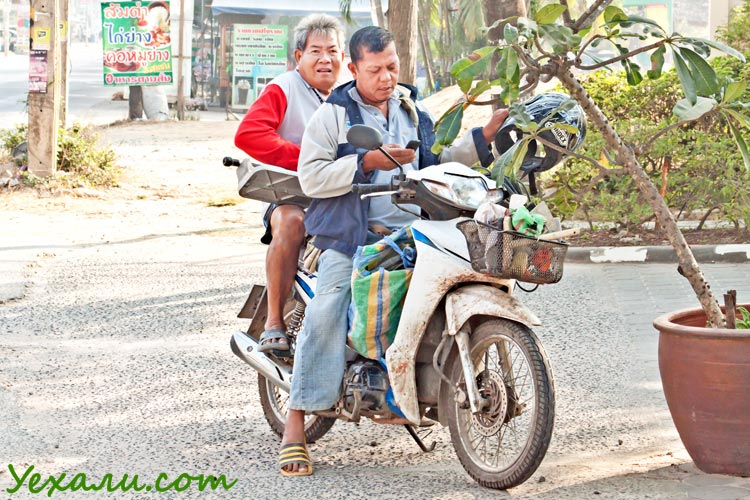 Температура в Паттайе. Тайцы на мотобайке