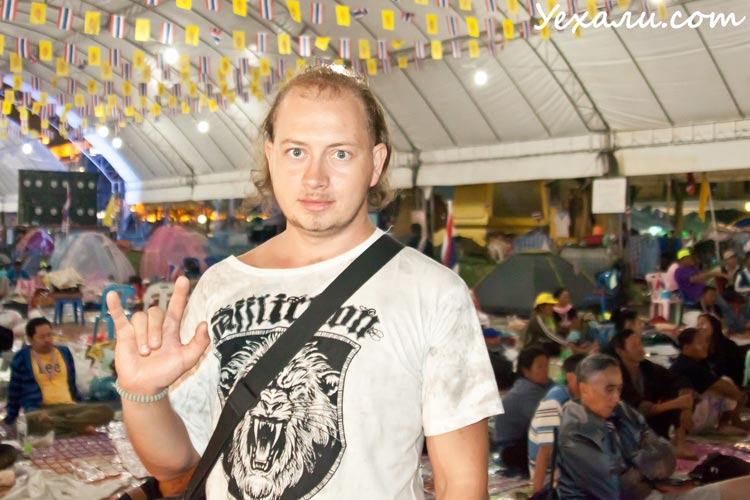 Европейцы на митингах Бангкока