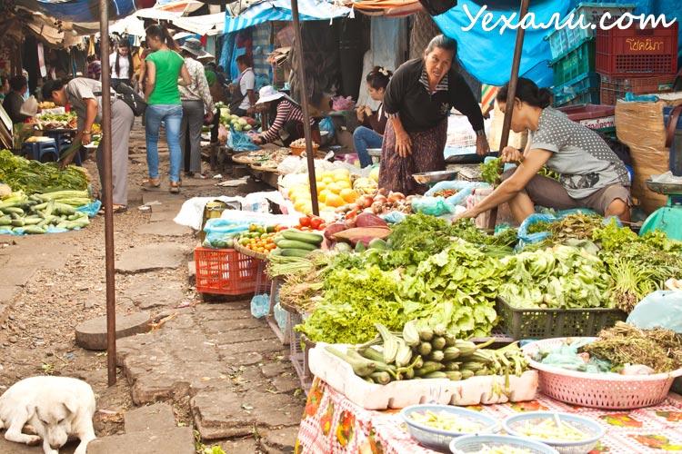 Уличный рынок во Вьентьяне