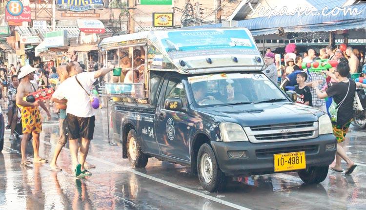 Сонгкран, тайский Новый год, в Паттайе