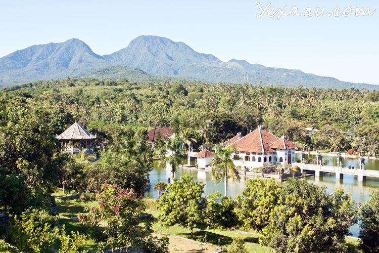 Дворец на воде Таман Уджунг Бали