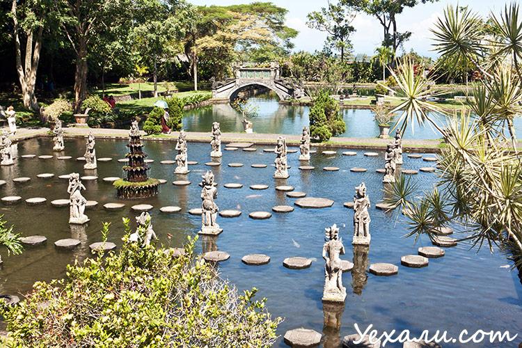 Достопримечательности Бали: дворец на воде Тиртаганга
