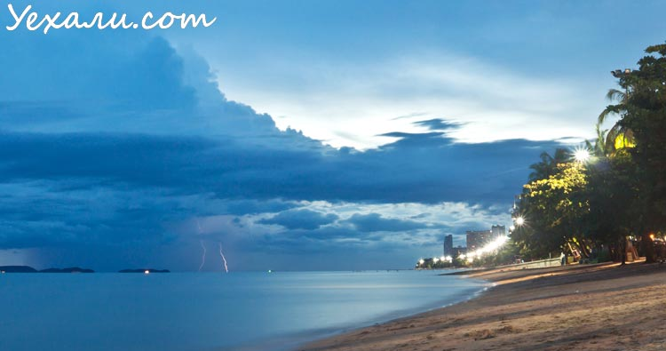 Летом в Тайланде дожди идут часто, но редко.