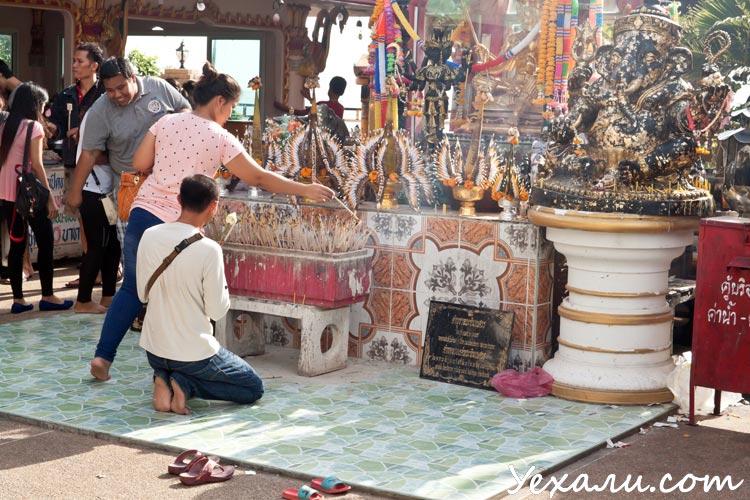 Буддийский храм на острове Ко Лой, Срирача