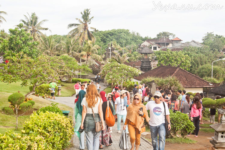 Парк около храма Пура Танах Лот