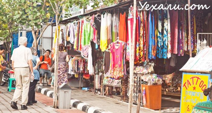 Рынок около храма Пура Танах Лот на Бали