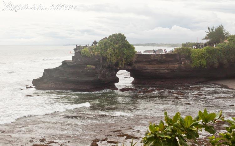 Храм Танах Лот на Бали и его окрестности