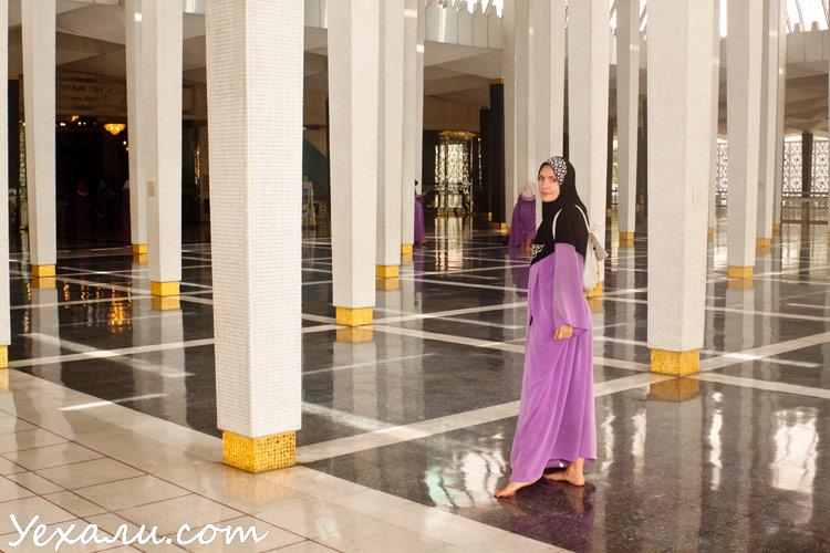 Что посмотреть в Куала-Лумпуре: Национальная Мечеть