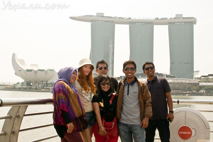 Почему азиаты любят фотографироваться с европейцами