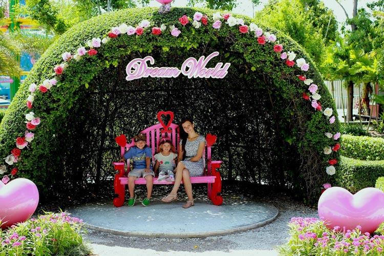 Жизнь в Бангкоке, Dream World