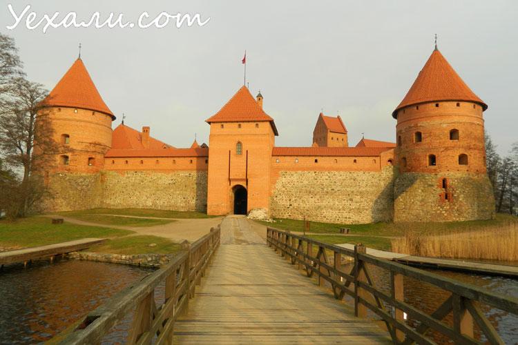 Куда поехать на Новый год недорого в Европе: замок Тракай