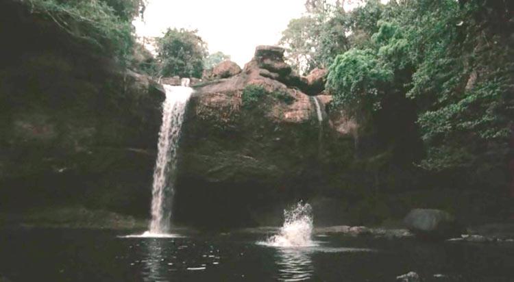 Фильм Пляж с Лео Ди Каприо: Haew Suwat Waterfall
