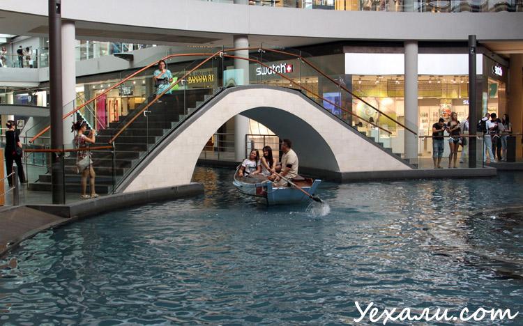 Фото торгового центра в Сингапуре