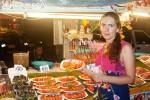 Ночной рынок на Джомтьене в Паттайе: нерусским вход воспрещен!