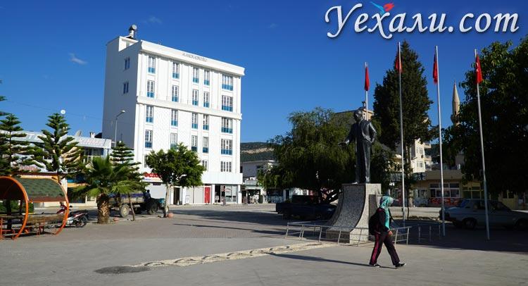 Нетуристическая Турция: площадь Ататюрка в Демре