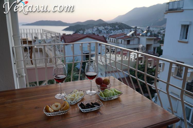 Отель в Каше с видом на море