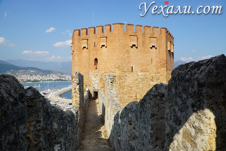 Красный Замок в Алании