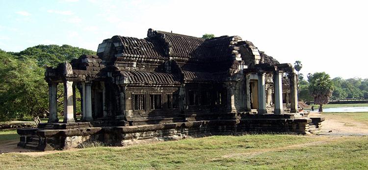 Храмовый комплекс Ангкор Ват: библиотека.