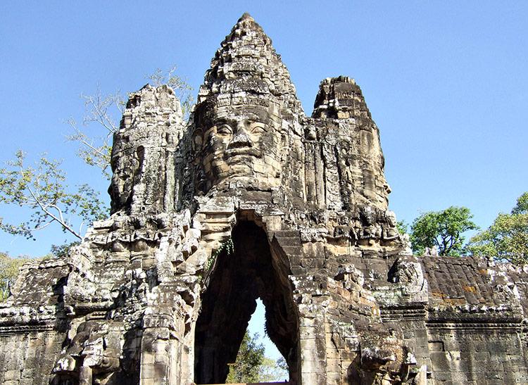 Ангкор Тхом в Камбодже (храмовый комплекс Ангкор Ват).