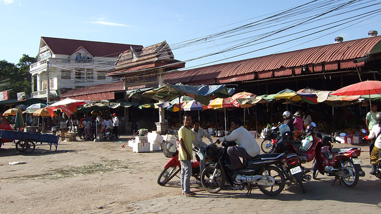 Двухдневная экскурсия из Таиланда в Камбоджу: будни Сием Рипа.