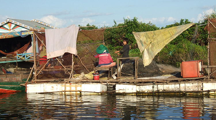 Озеро Тонлесап в Камбодже, фото рыбаков.