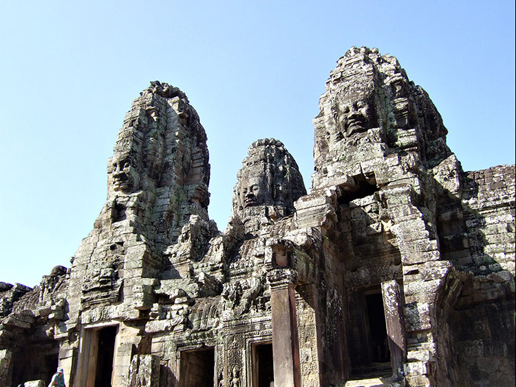 Фото храма Байон в Камбодже.