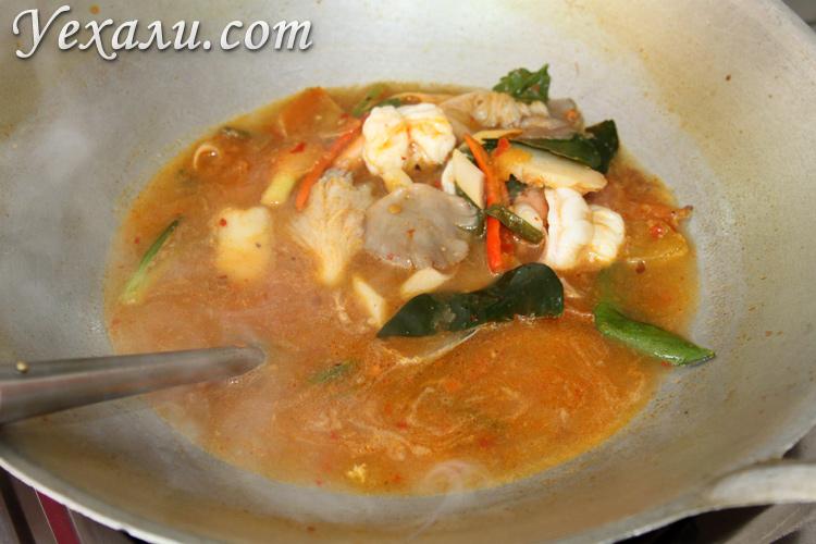 Суп Том Ям с креветками.