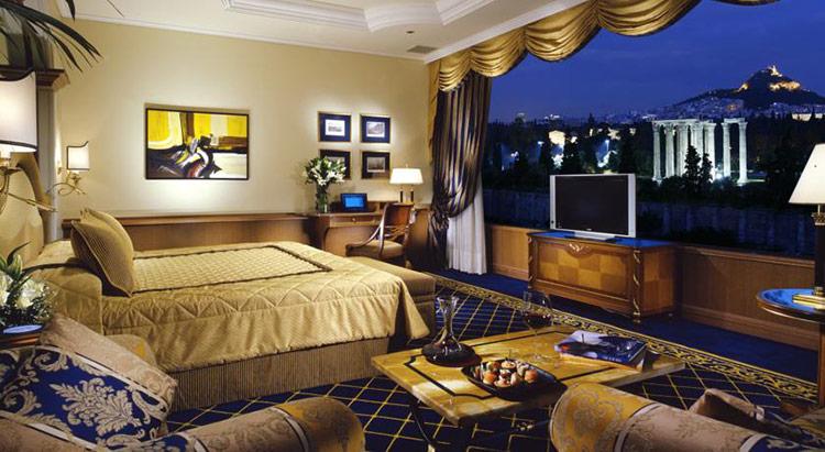 Лучшие отели Афин по соотношению цены и качества: Royal Olympic Hotel.