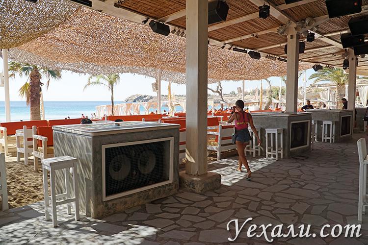 Бары на пляже Парадайз на Миконосе