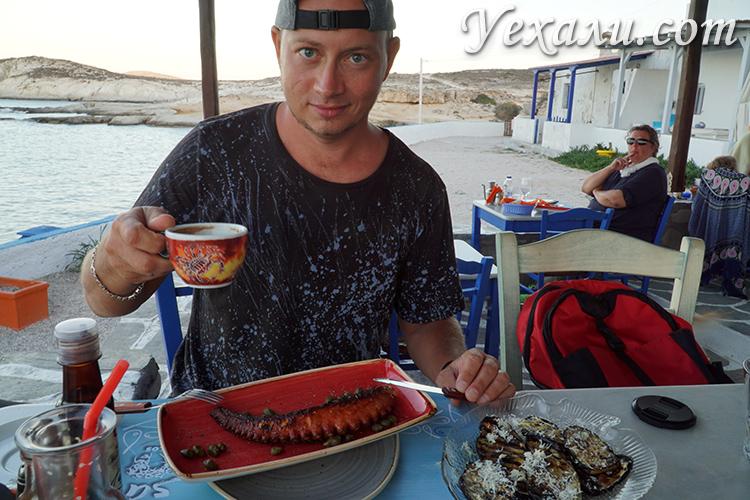Обед осьминогом в кафе Милоса