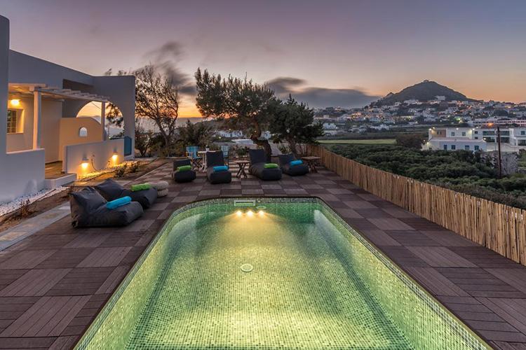 Лучшие отели острова Милос в Греции: Eiriana Luxury Suites.