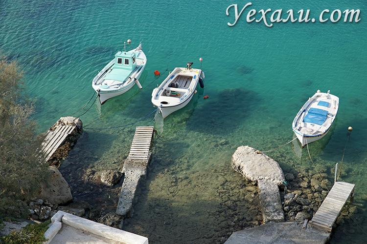 """Путеводитель по Милосу (Греция): """"парящие"""" лодки."""