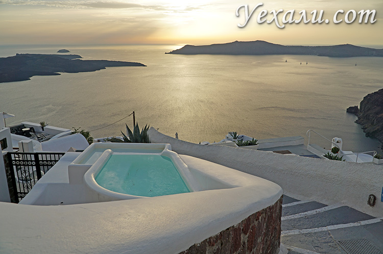 Самые красивые фото Санторини, Греция: закат в Фире.