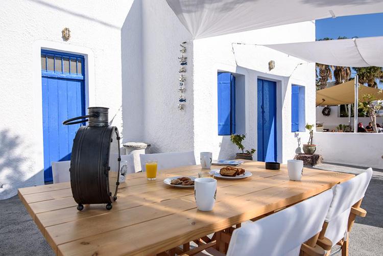 Отели Санторини с выходом к морю: Santorini Crystal Blue.