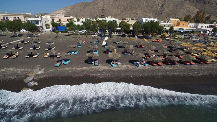 Отели Санторини (Греция) с выходом к морю: Sellada Beach Hotel.