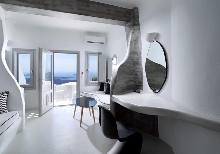 Лучшие отели Санторини с видом на кальдеру вулкана: Tholos Resort.