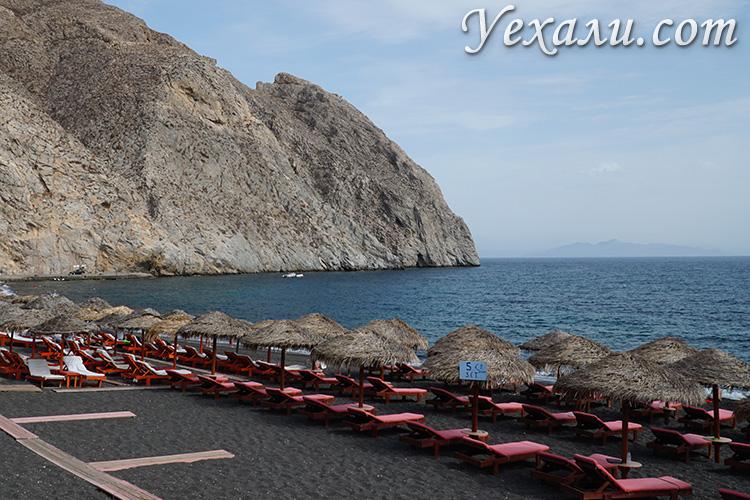 Что посмотреть на Санторини за 2 дня самостоятельно: Перисса, пляж с черным песком.