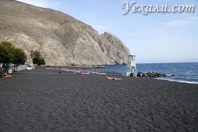 Лучшие фото острова Санторини, Греция: черный пляж Перисса.