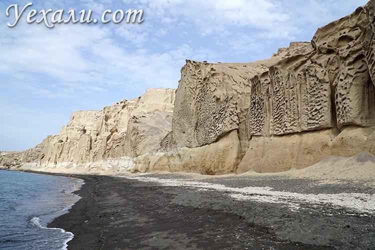Что посмотреть на Санторини за 2 дня самостоятельно: черный пляж Влихада.