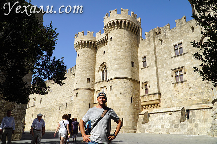 Остров Родос, Греция. На фото: Родосская крепость и Дворец Великих Магистров.