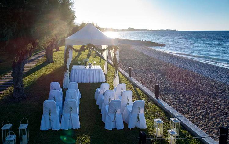 Лучшие пляжи Родоса, Греция. На фото: пляж Иксия.