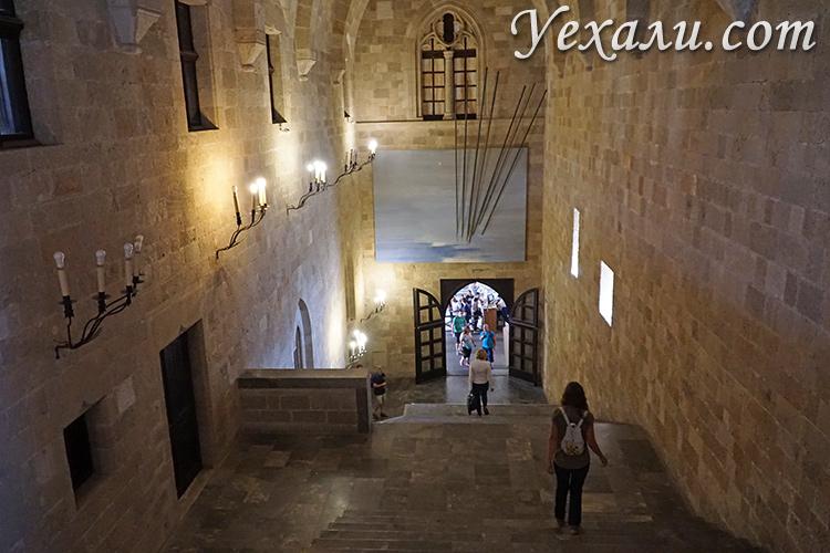 Достопримечательности Старого Города Родос, Греция. На фото: Дворец Великих Магистров, интерьеры.