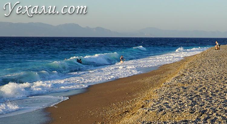 Самые красивые пляжи острова Родос в Греции. На фото: пляж города Родос.