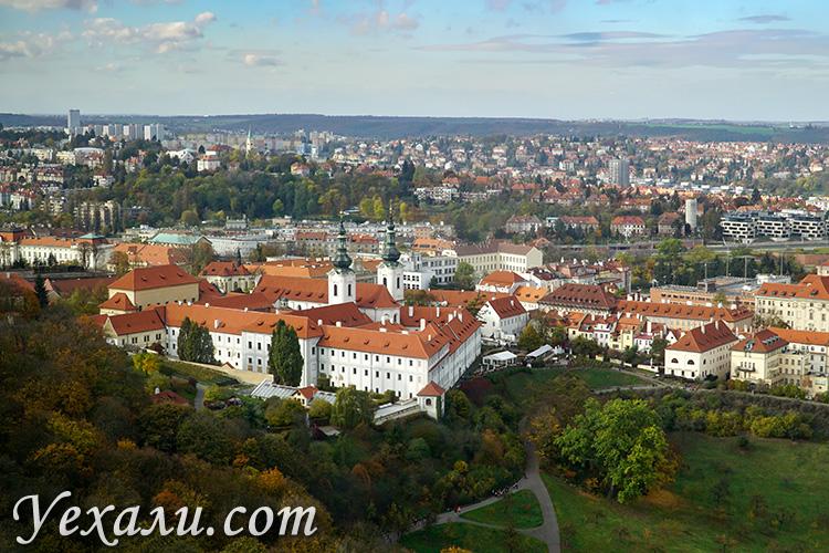 Лучшие смотровые площадки Праги. Фото Пражской Лореты с Петршинской башни.