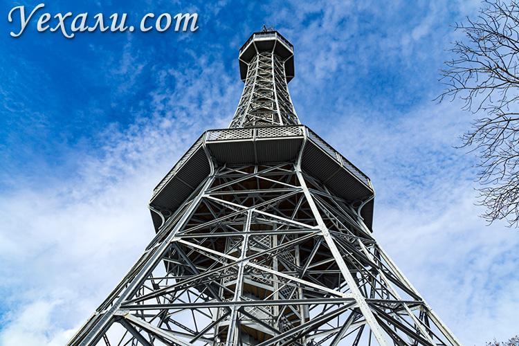 Куда сходить и что посмотреть в Праге за 3 дня. На фото: Петршинская башня.