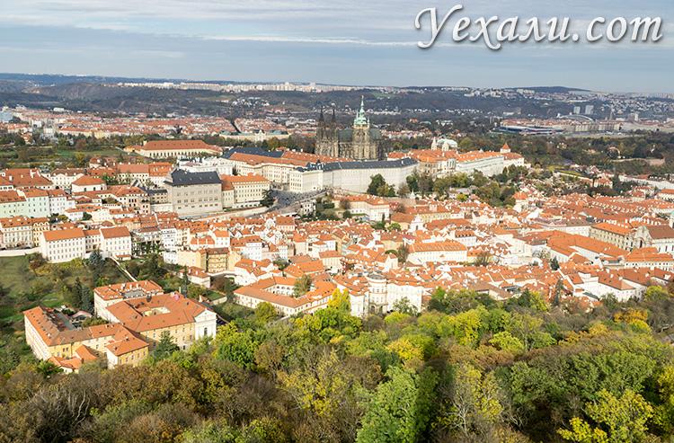 Лучшие смотровые площадки Праги. Вид на Пражский Град с Петршинской башни.