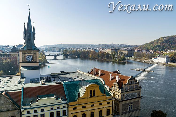 Лучшие смотровые площадки Праги. Панорамное фото со Староместской мостовой башни.