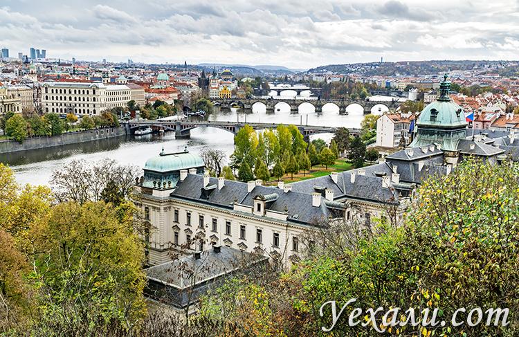 Лучшие достопримечательности и смотровые площадки Праги. Фото мостов Праги из Летенских садов.