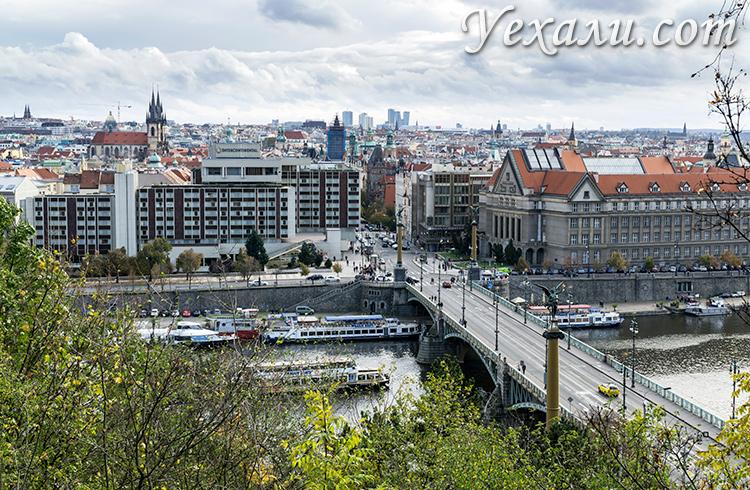 Лучшие смотровые площадки Праги (Чехия): фото Старого места с высоты Летенских садов.