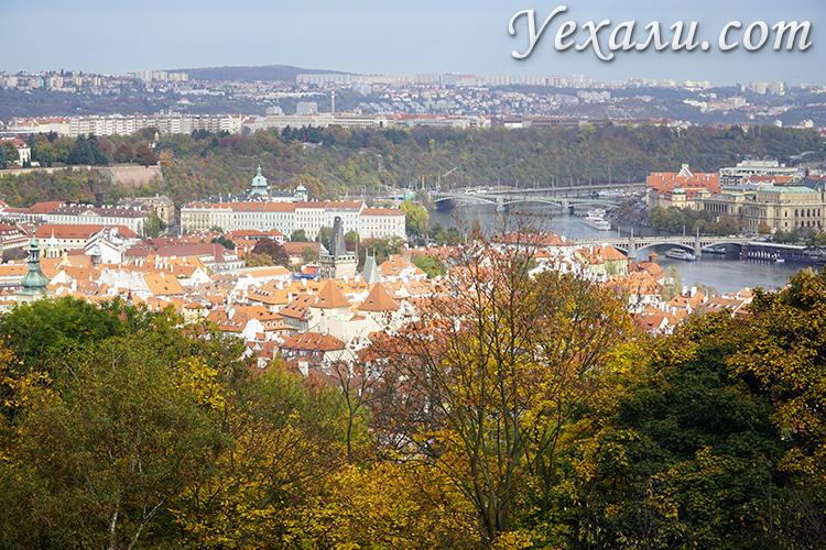 Петршинский холм в Праге фото